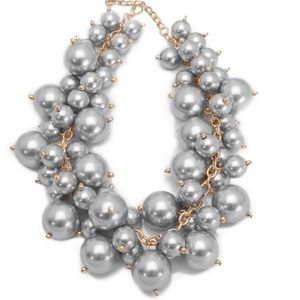 Jewelry - Luxe chunky pearl cluster necklace
